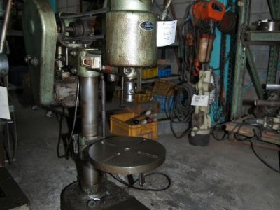 内藤鉄工  タッピングマシン